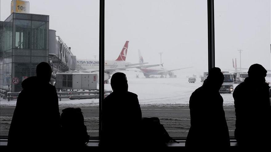 Dos trabajadoras heridas por una explosión en un aeropuerto de Estambul