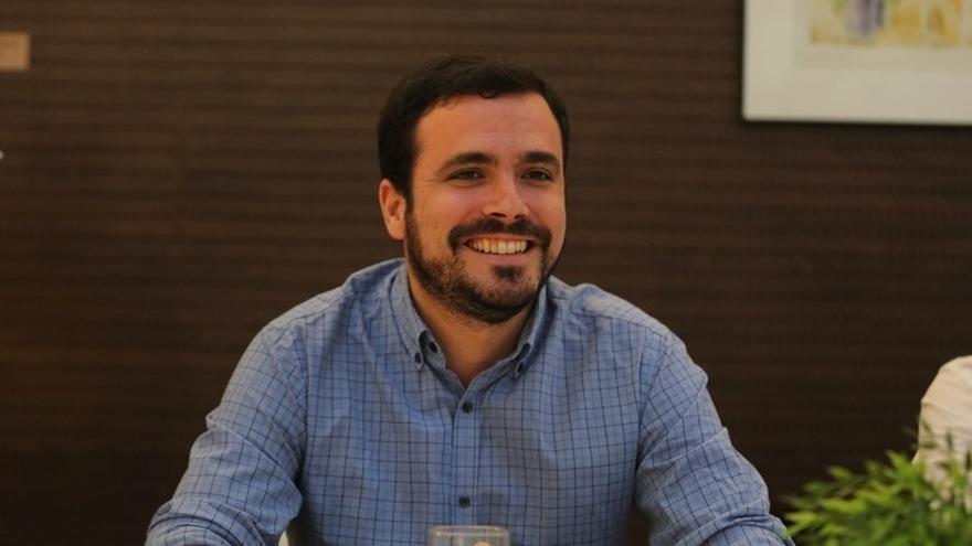 Garzón pide a Pastor que garantice al personal de restauración y limpieza del Congreso unas condiciones laborales dignas