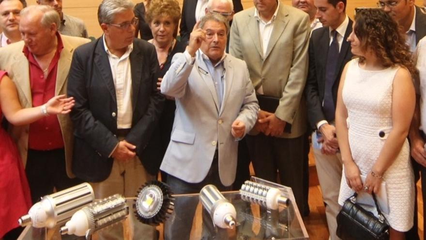 Alfonso Rus en la presentación de la campaña de sustitución de bombillas