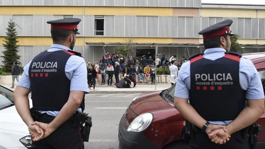 La Guardia Civil filia a mossos por no actuar para impedir el referéndum