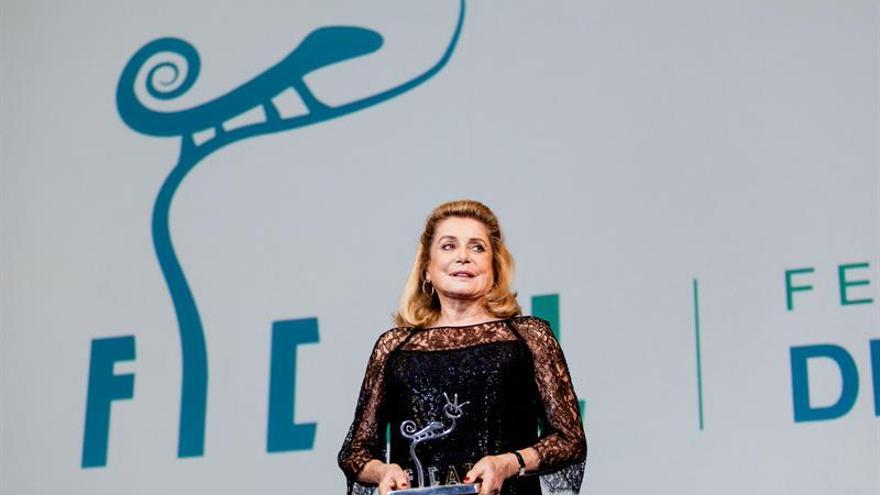 Deneuve recoge el premio 'Almería Tierra de Cine' en inauguración FICAL