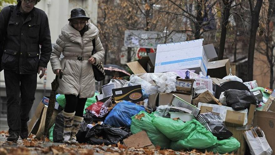 Las calles de Granada acumulan 2.300 toneladas de basura tras 13 días de huelga
