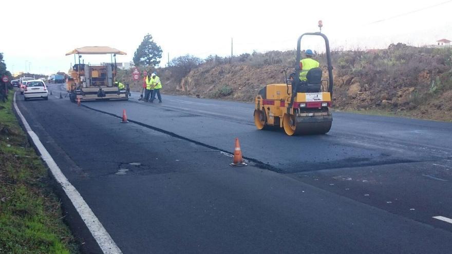 Las tareas de repavimentado de la carretera LP-3 en el tramo de la conocida como Recta de Padrón (en la imagen), en el municipio de El Paso, han comenzado este lunes.