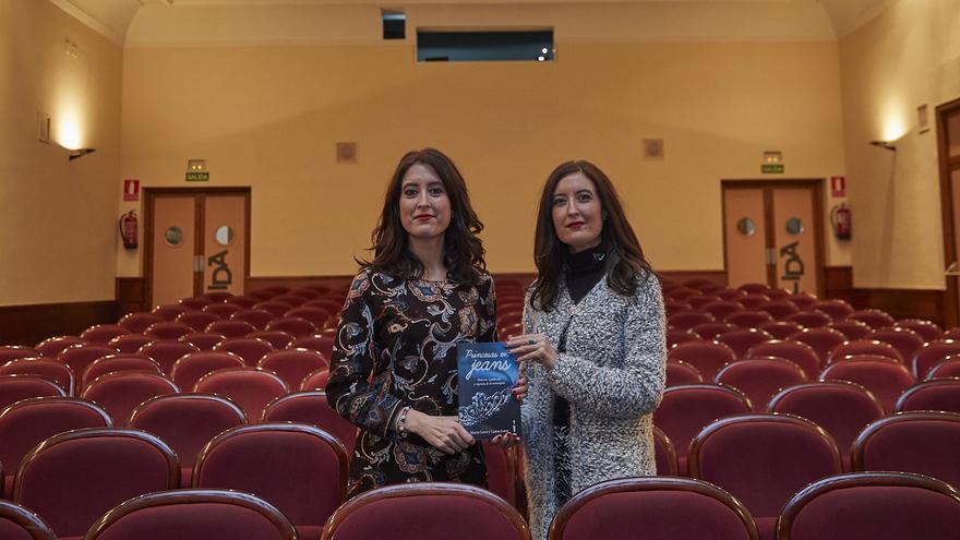 María y Laura Lara, en el Teatro Moderno de Guadalajara, con su último libro 'Princesas en jeans'