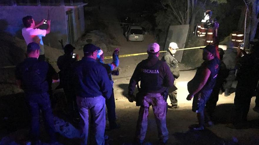Hallan ocho personas asesinadas dentro de un vehículo en el sur de México