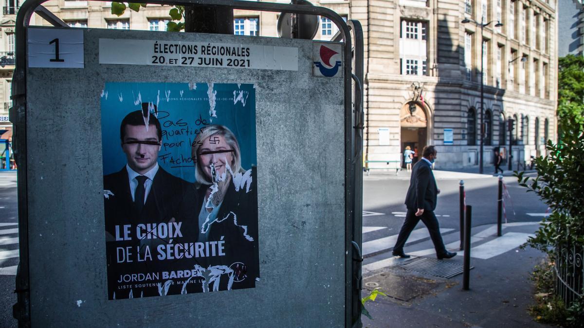 Cartel de la extrema derecha para las regionales francesas
