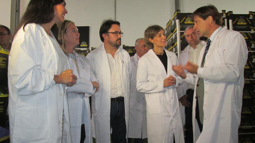 García Tejerina conoció el funcionamiento de una cooperativa de plátanos. Foto: LUZ RODRÍGUEZ