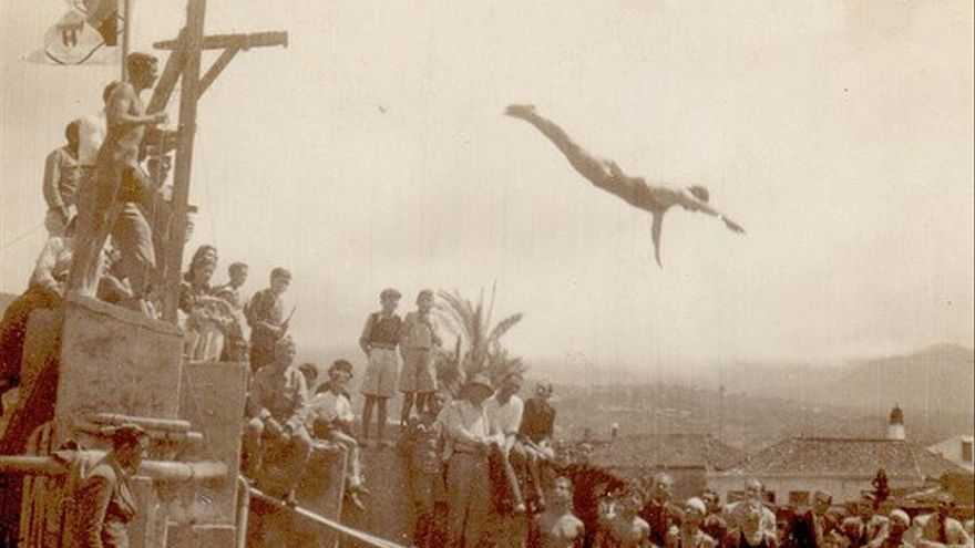 1943. Natación de competición en Aridane