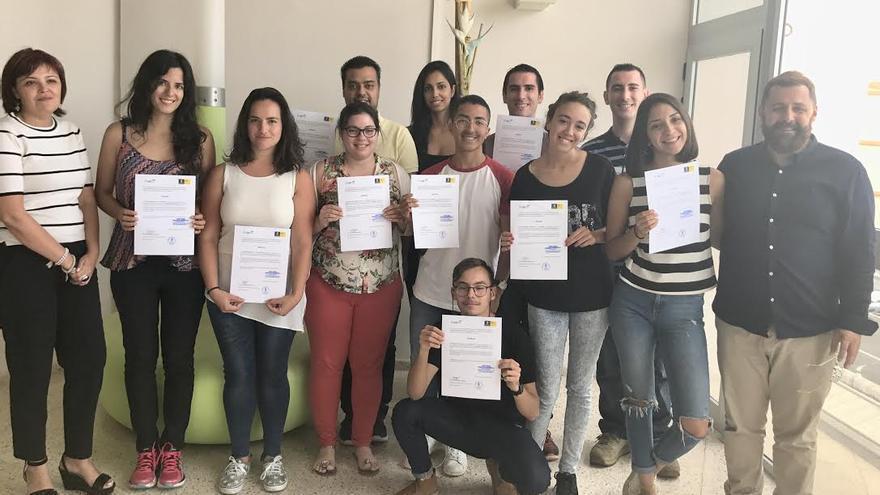 Jóvenes participalentes en el curso de Piscología de ventas.