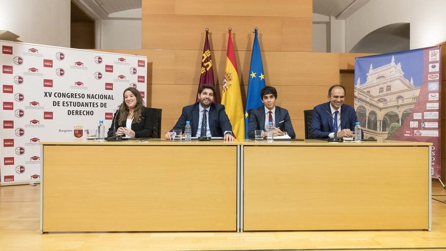 """López Miras advierte que """"los ataques a la Constitución no son improvisados"""""""
