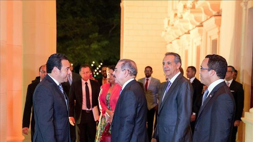 Danilo Medina recibe en Santo Domingo al presidente electo de Guatemala