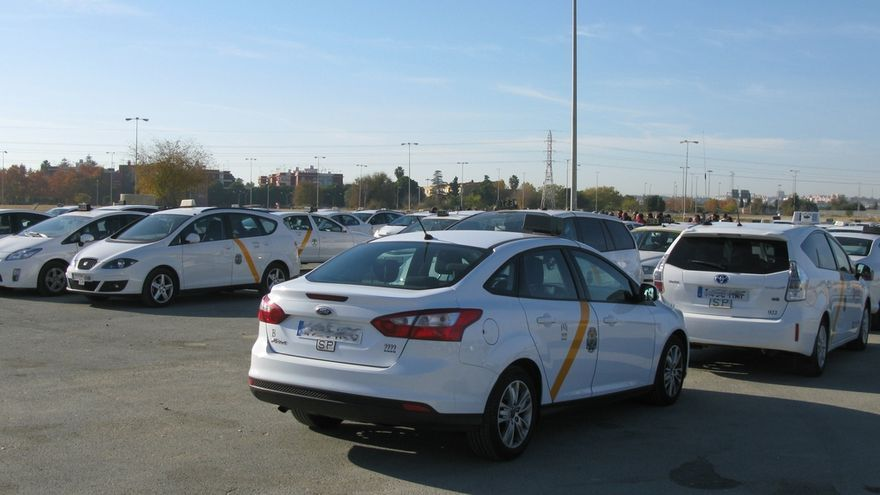 Federación andaluza del taxi anuncia una reunión con Junta el 31 de enero para estudiar medidas de regulación de los VTC