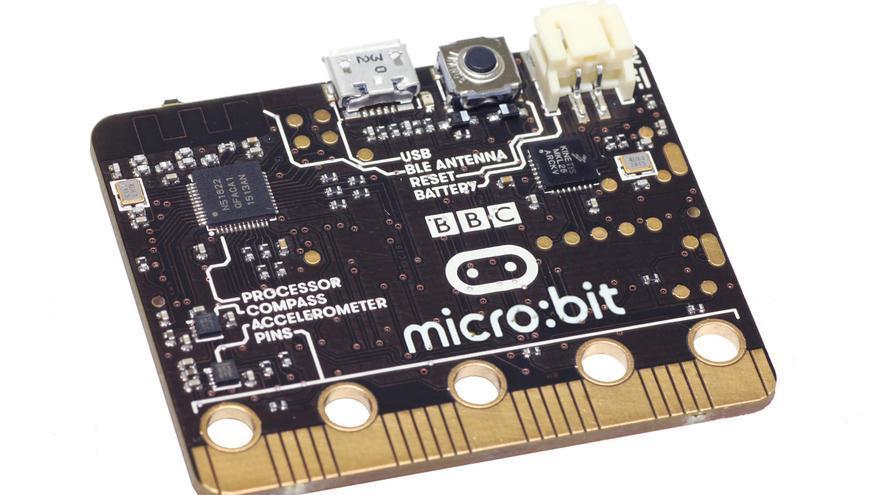 BBC micro:bit es un pequeño computador que se se distribuirá a un millón de escolares de Reino Unido durante el próximo otoño para que aprendan a programar y desarrollar sus propios proyectos