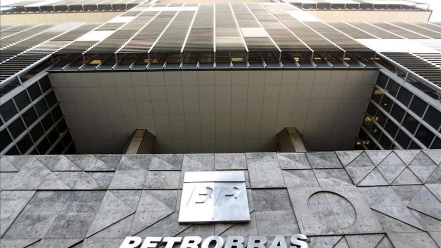Detienen a un exdirector de la brasileña Petrobras acusado de lavado de dinero