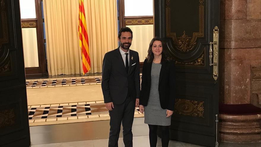 "Arrimadas pide a Torrent que vete a Puigdemont: ""No aceptaremos que retuerza el reglamento"""