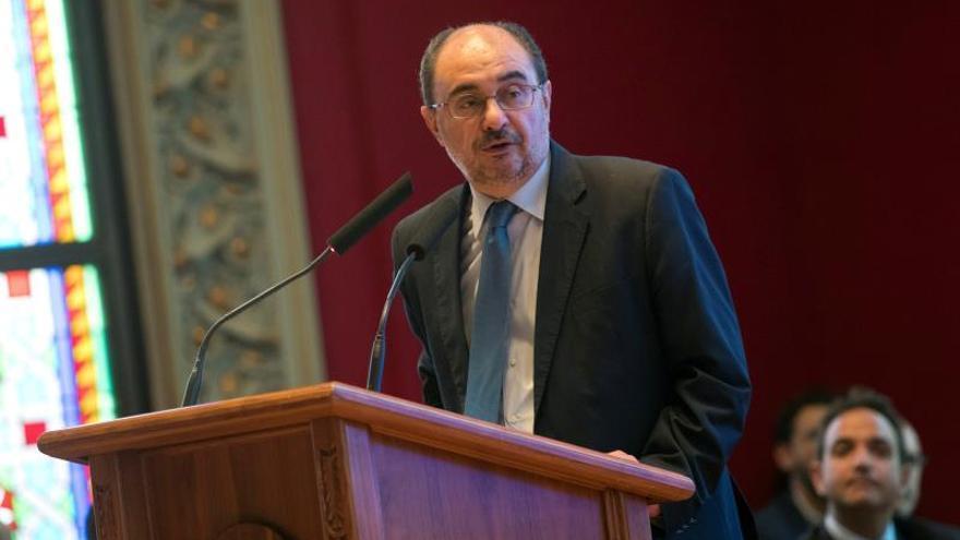 Javier Lambán reconoció que trato de evitar darle la mano a Quim Torra en los actos de homenaje a las víctimas de los atentados de Cambrils y Barcelona