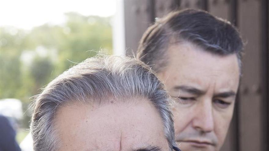El PSOE advierte a Interior que tardará 26 años en acoger a refugiados previstos
