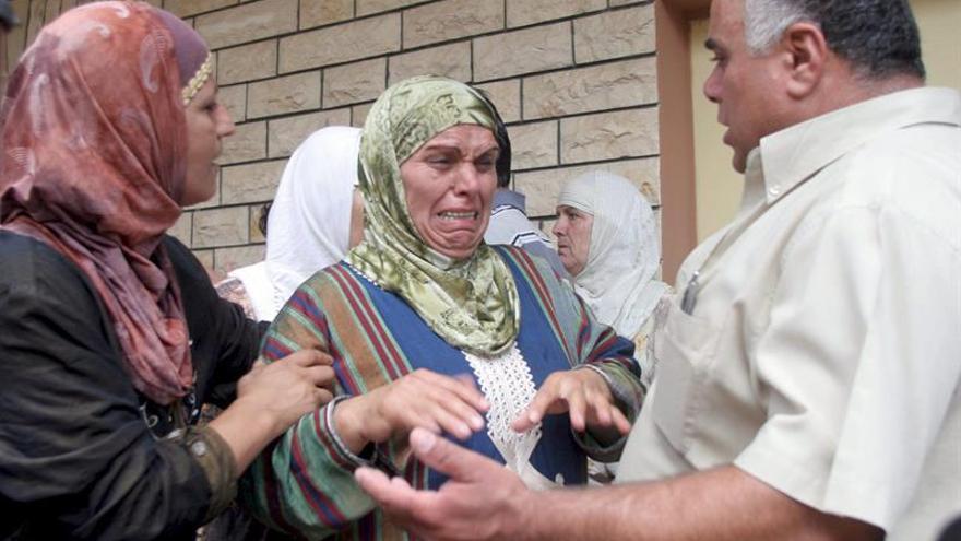 Ministra pide a mujeres dar su salario al Estado como si fuera su marido