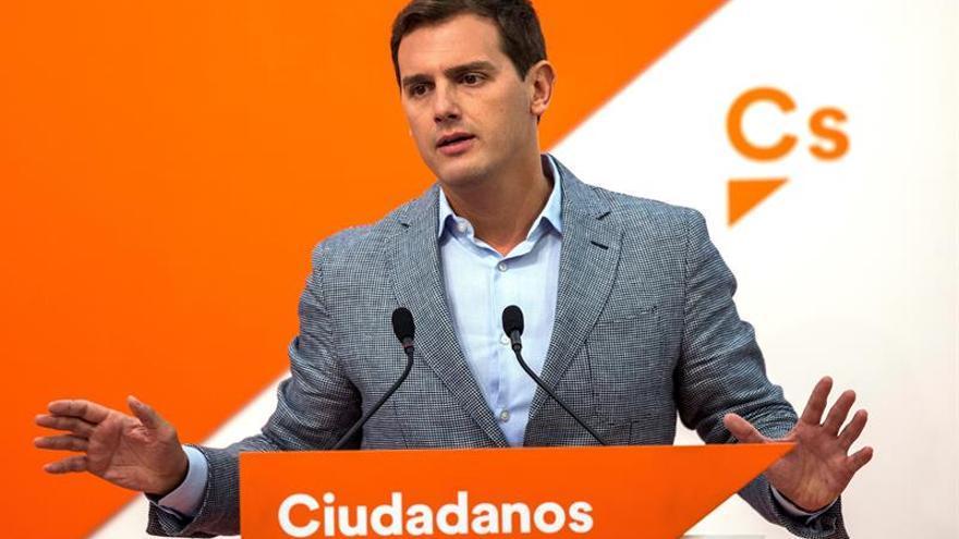 Rivera insta a Sánchez a acabar con las humillaciones en Cataluña