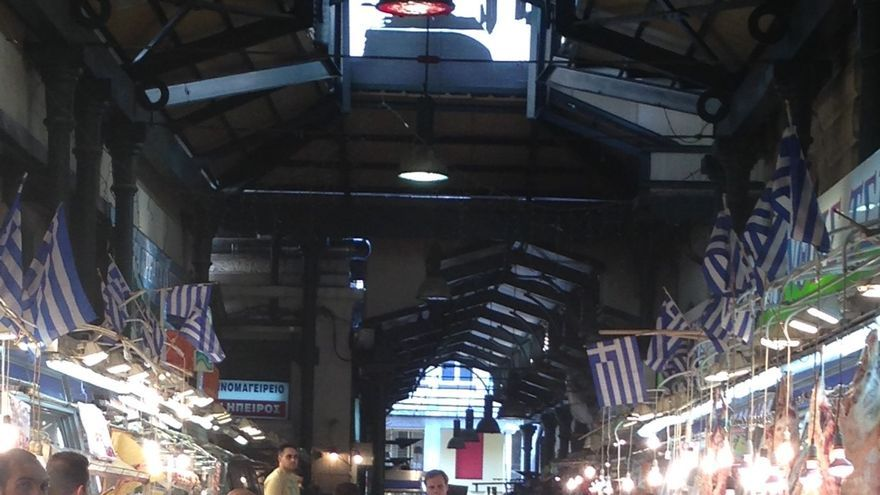 Mercado de Atenas el día de la reflexión antes del referéndum. / Foto: Ana Cañil