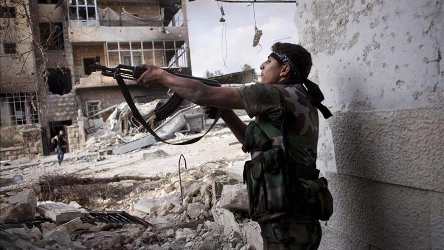 El régimen sirio y los rebeldes luchan por controlar una estratégica localidad en el sur