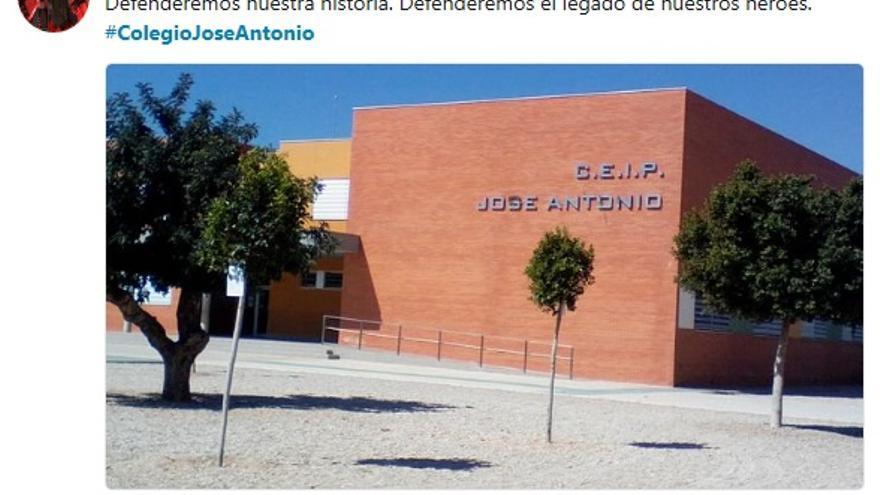 """Falange en Fuente Álamo defendiendo el """"legado"""" de sus """"héroes""""."""