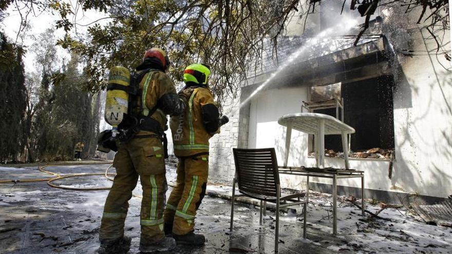 Un total de 31 medios aéreos trabajarán hoy en el incendio de Valencia
