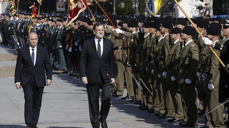 Rajoy insta a respetar la bandera nacional como símbolo de unidad de España