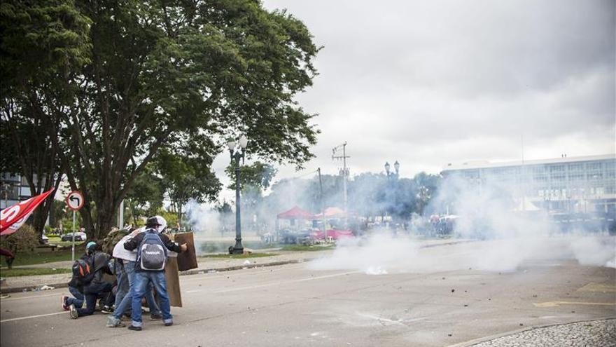 Dimite un comandante de la policía brasileña tras la polémica represión de profesores