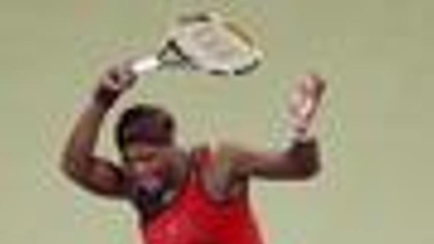 Serena Williams debuta con triunfo y Azarenka sorprende a Jelena Jankovic
