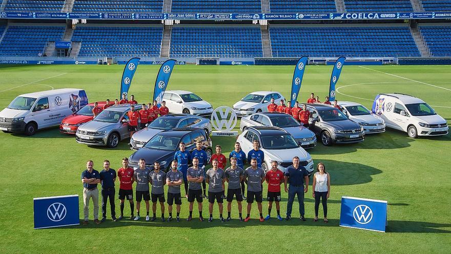 Domingo Alonso Tenerife y Hatusa han mostrado su apoyo al club blanquiazul acercandole sus modelos más emblemáticos