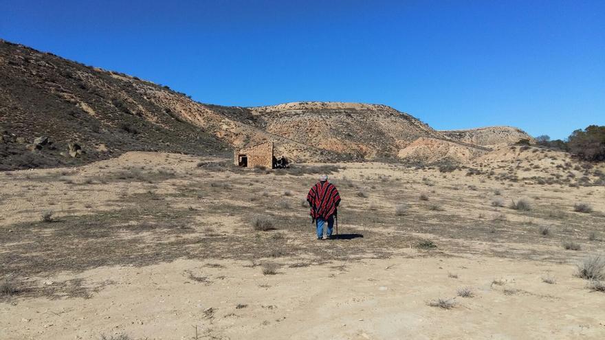 Alberto Gadea recorre los Monegros, escenario de varios de los 'spaghetti western' en los que participó como especialista.