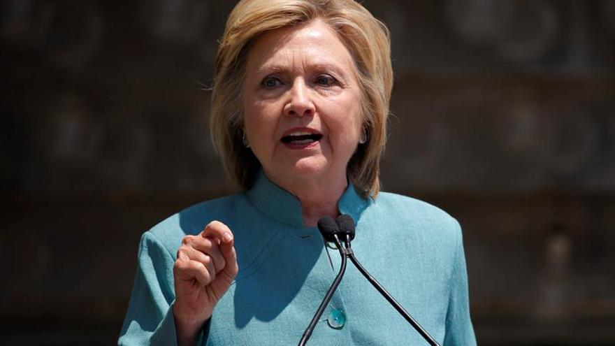 Una encuesta da a Hillary Clinton una ventaja de 5 puntos sobre Trump