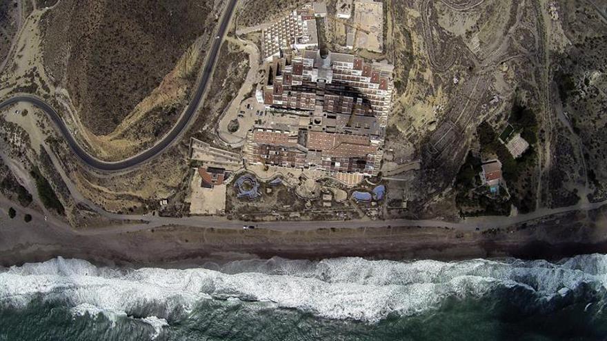 El Demoler Hotel Recurso Para Ecologistas De Algarrobico Presentan b6v7Yfyg