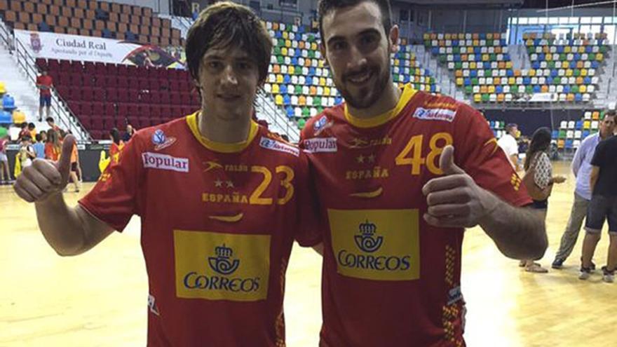 Luisfe y Carlos Molina, con la camiseta de la selección.