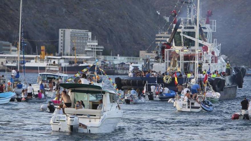 Embarcación de la virgen del Carmen, en la capital tinerfeña, en 2015