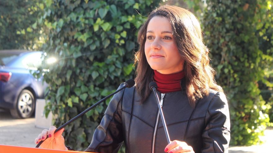 """Arrimadas pide """"tranquilidad"""" a PP y PSOE y recuerda que la Mesa del Parlament es """"un órgano clave"""""""