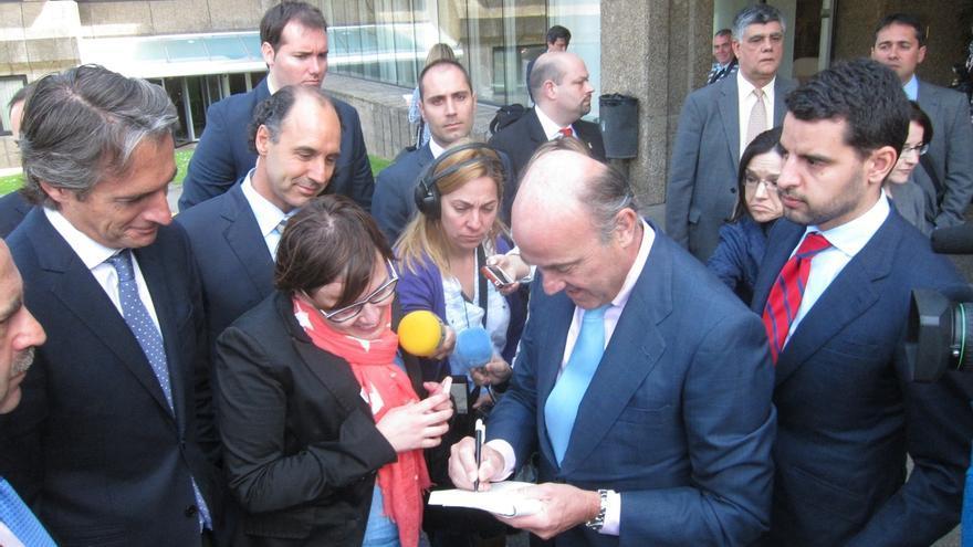 """De Guindos cree que Cantabria va a crecer este año """"por encima"""" del 3%, más que la media nacional"""