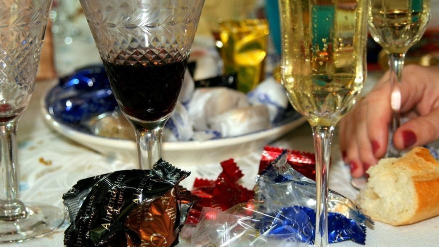 """Cruz Roja recomienda no comer """"en raciones desproporcionadas"""" y moderar la ingesta de alcohol durante la Navidad"""