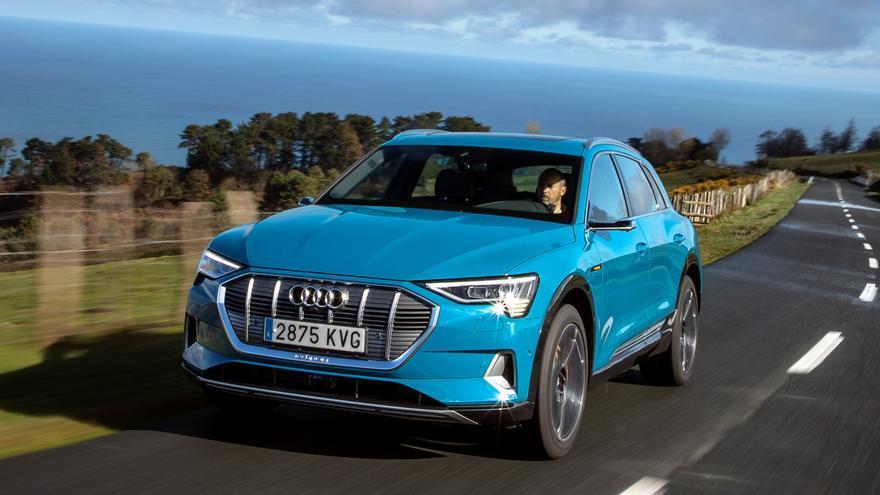 El Audi e-tron mide 4,9 metros de longitud.
