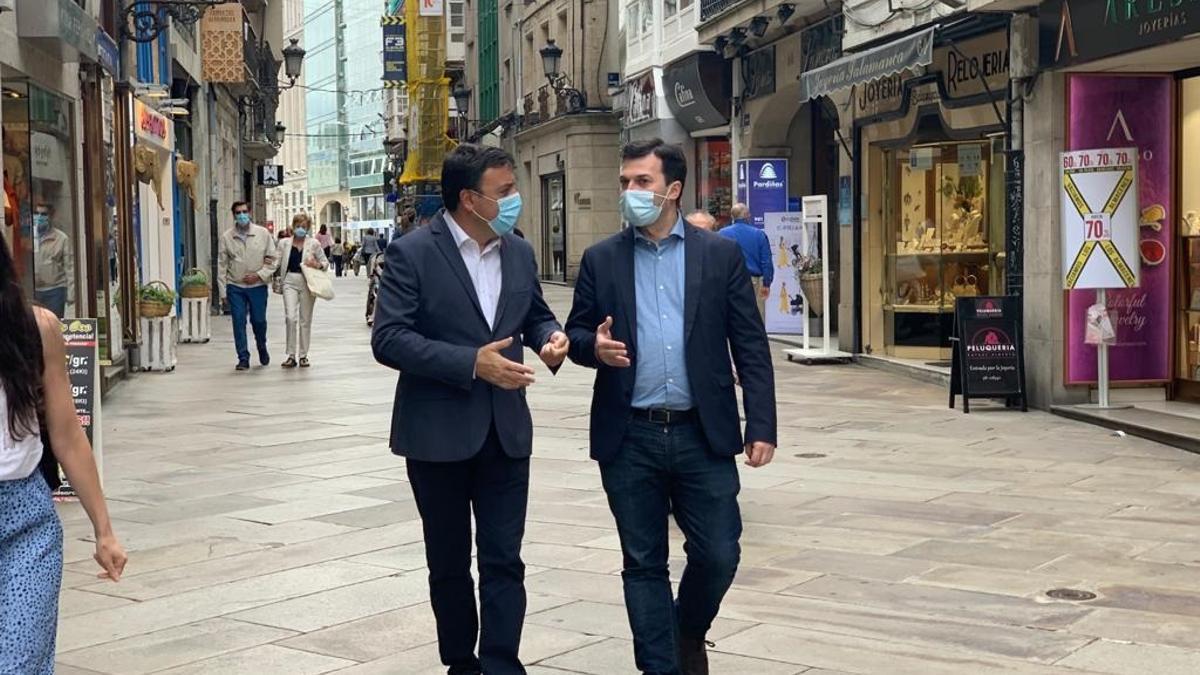 El secretario xeral del PSdeG, Gonzalo Caballero, con su homólogo en la provincia de A Coruña y presidente de la Diputación, Valentín González Formoso