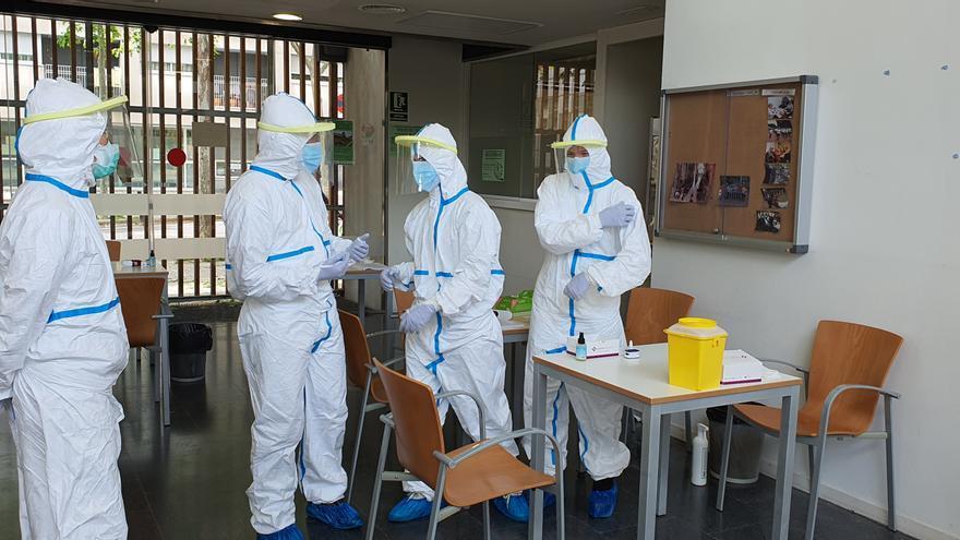 Sanitarios del CAP Sardenya durante las pruebas