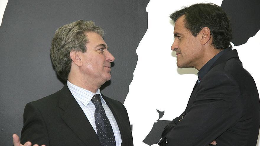 Juan Fernando López Aguilar, junto a César Antonio Molina.
