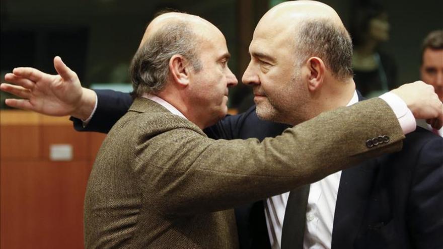 Moscovici y Guindos hablarán hoy sobre la opinión de la CE sobre el presupuesto