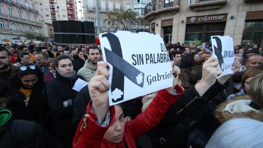 Unas 12.000 personas se concentran con cinco minutos de silencio en memoria de Gabriel Cruz en la capital