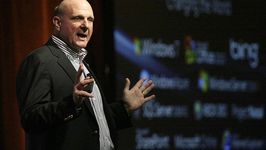 Steve Ballmer fue contratado por Bill Gates en 1980 y lo sustituyó como CEO de Microsoft en el 2000