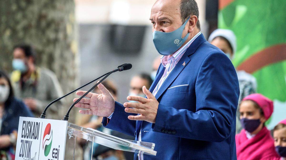 El presidente del PNV, Andoni Ortuzar, durante su intervención en el acto celebrado este sábado en Bilbao para conmemorar el 126 aniversario de la fundación del partido.
