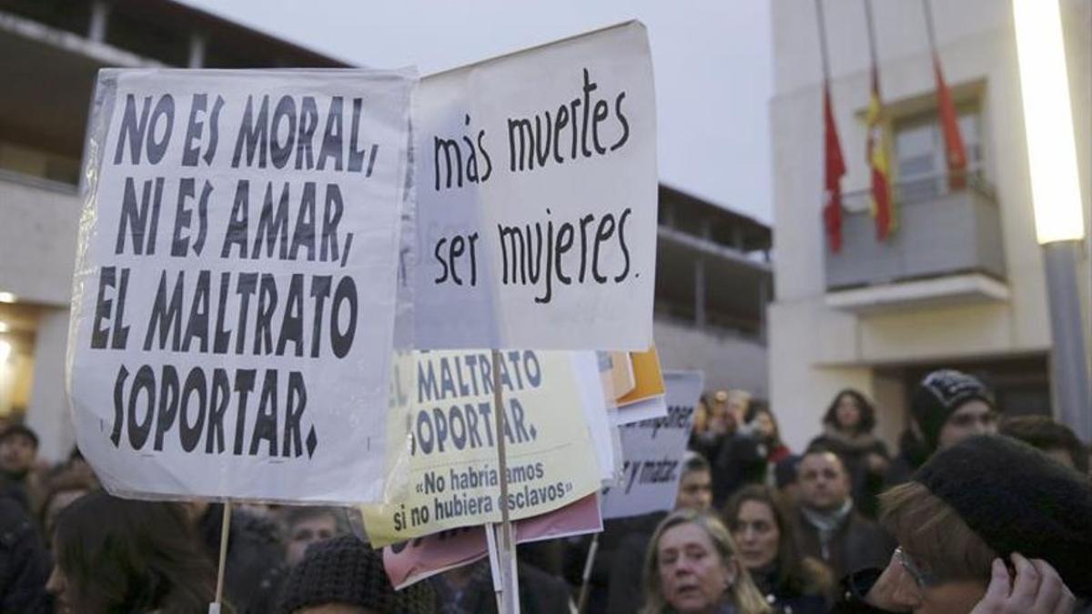 Concentración contra un asesinato machista en Rivas