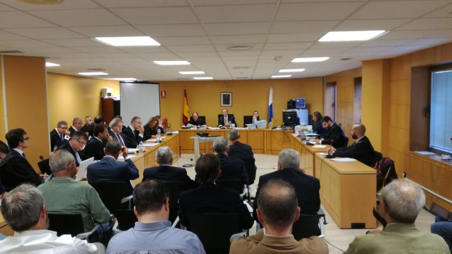 La sala de sesiones este jueves, en el juicio por la compraventa del frente de la playa santacrucera