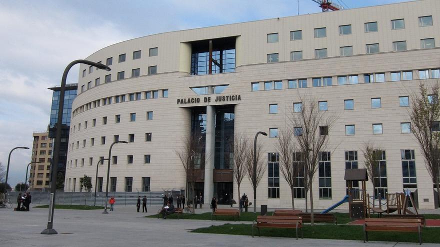 Llegan los cinco acusados al Palacio de Justicia para el inicio del juicio por la violación grupal en Sanfermines